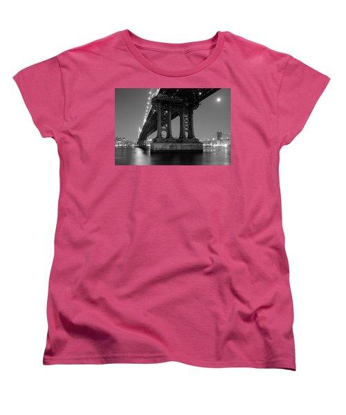 Black And White - Manhattan Bridge At Night Women's T-Shirt (Standard Cut)