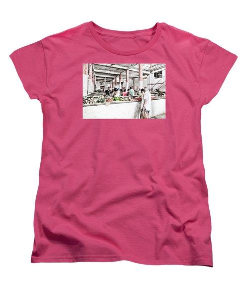 Cuba Market Women's T-Shirt (Standard Cut)