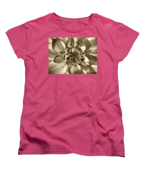 Dahlia Named Who Dun It Women's T-Shirt (Standard Cut) by J McCombie