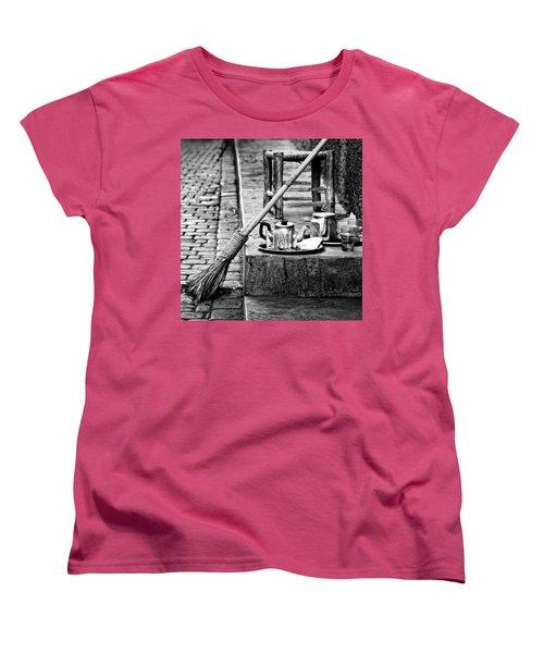 Women's T-Shirt (Standard Cut) featuring the photograph Medina Tea Break by Marion McCristall