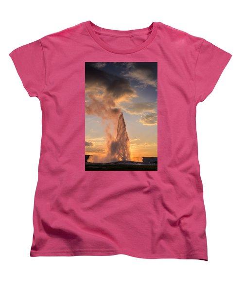 Old Faithful Yellowstone Women's T-Shirt (Standard Fit)