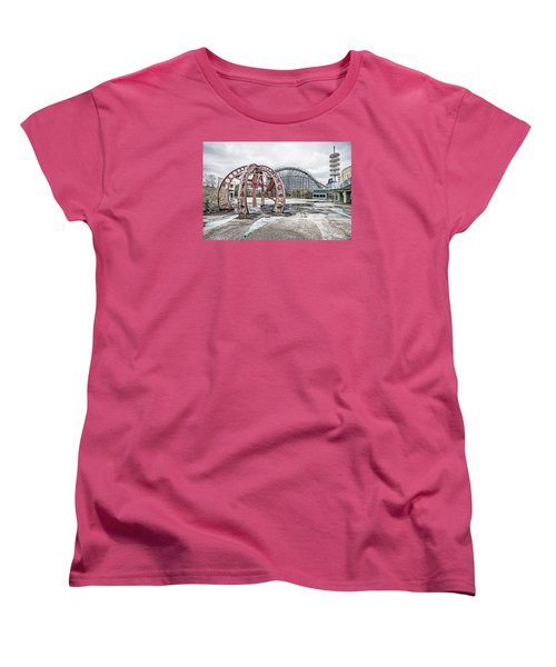 Women's T-Shirt (Standard Cut) featuring the photograph Spaced Out by Andy Crawford