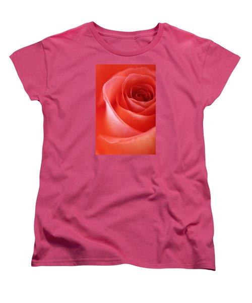 Une Rose Si Belle Women's T-Shirt (Standard Cut)