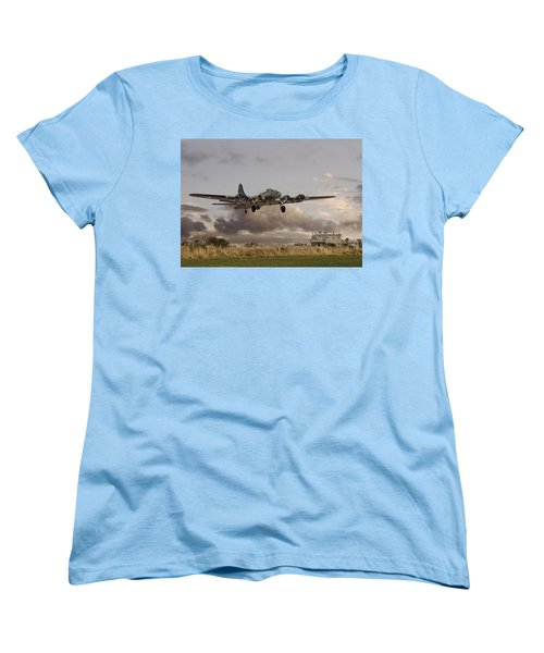 B17- 'airborne' Women's T-Shirt (Standard Cut) by Pat Speirs