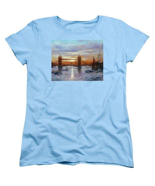 London Tower Bridge Women's T-Shirt (Standard Cut)