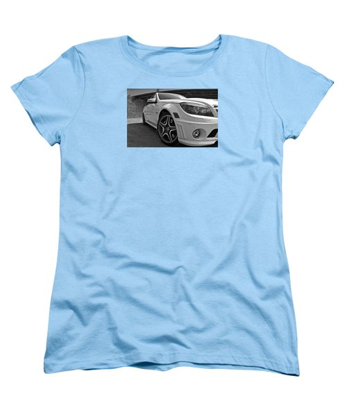 Women's T-Shirt (Standard Cut) featuring the photograph Low Profile by Linda Bianic