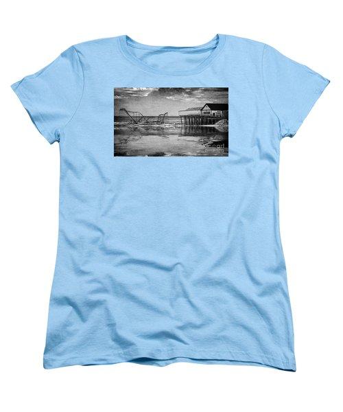 Women's T-Shirt (Standard Cut) featuring the photograph The Jetstar by Debra Fedchin