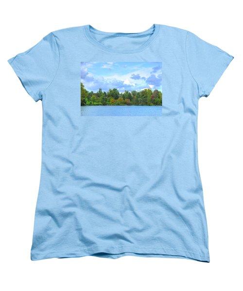 Women's T-Shirt (Standard Cut) featuring the photograph Autumn's Beauty At Hoyt Lake by Michael Frank Jr