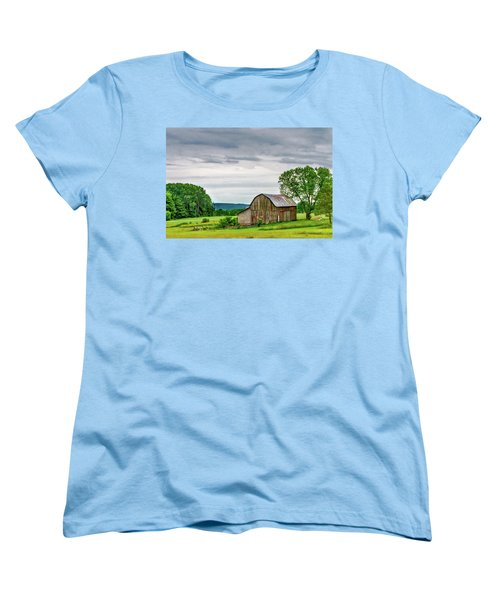 Women's T-Shirt (Standard Cut) featuring the photograph Barn In Bliss Township by Bill Gallagher