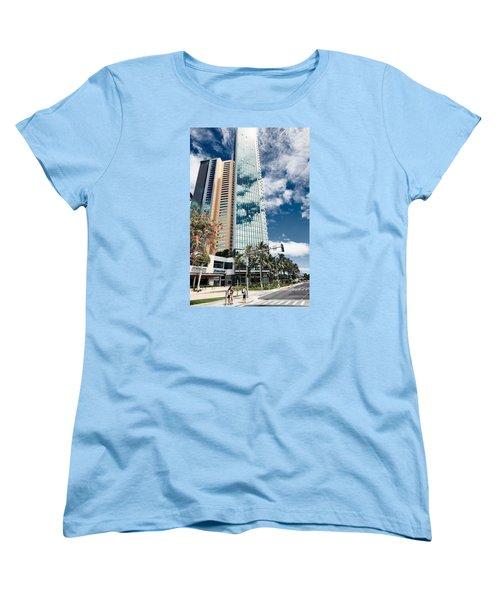 Fla-150531-nd800e-25121-color Women's T-Shirt (Standard Cut) by Fernando Lopez Arbarello