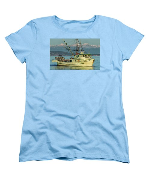 Women's T-Shirt (Standard Cut) featuring the photograph Making The Turn by Randy Hall