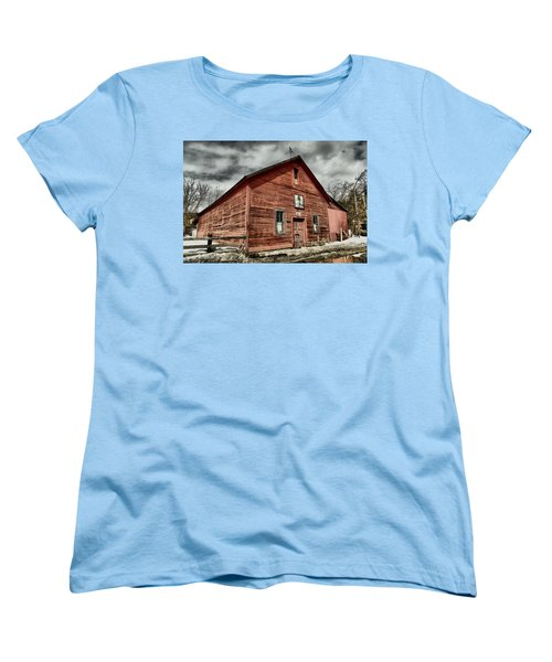 Women's T-Shirt (Standard Cut) featuring the photograph Old Barn In Roslyn Wa by Jeff Swan