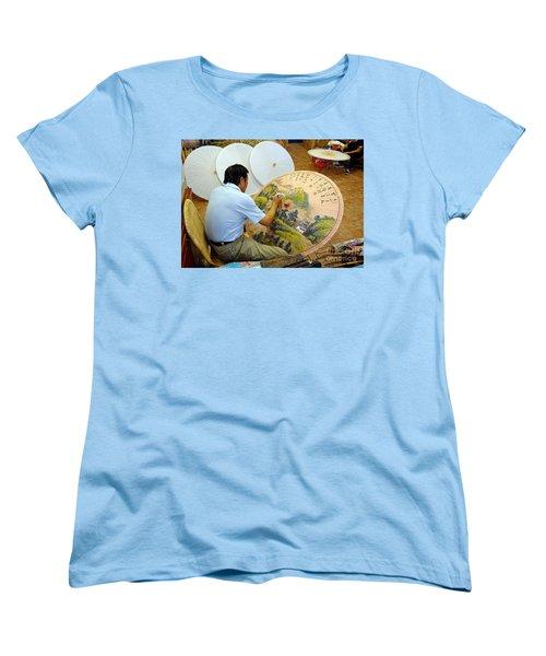 Painting Chinese Oil-paper Umbrellas Women's T-Shirt (Standard Cut)