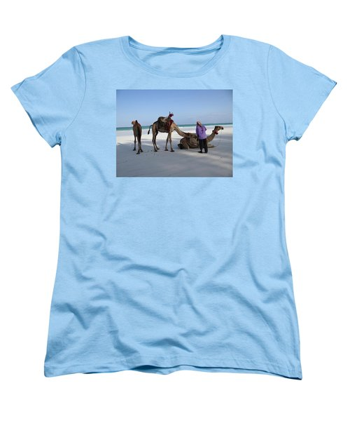 Wedding Camels In The Waiting ... Women's T-Shirt (Standard Fit)