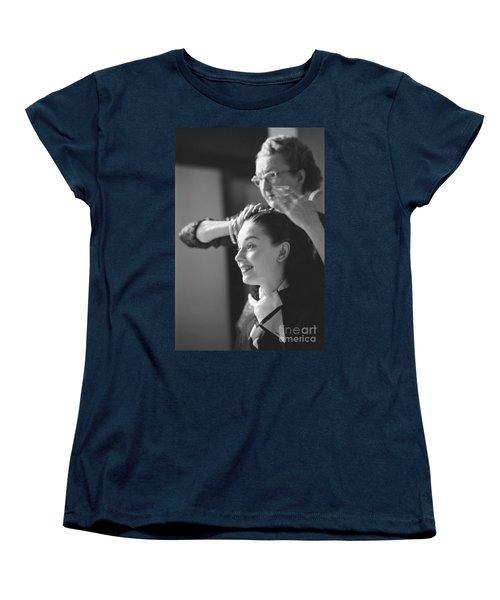 Audrey Hepburn Preparing For A Scene In Roman Holiday Women's T-Shirt (Standard Cut)