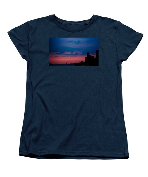 Women's T-Shirt (Standard Cut) featuring the photograph Brooklyn Bridge Sunrise by Sara Frank