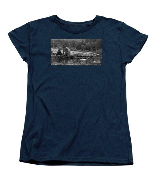 Island Shoreline In Black And White Women's T-Shirt (Standard Cut) by Glenn Gordon