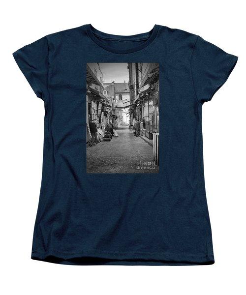 Les Artistes Women's T-Shirt (Standard Cut) by Eunice Gibb