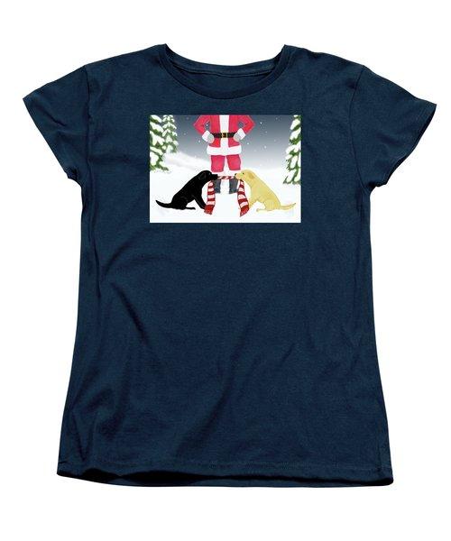 Labs Tug Santa Scarf Women's T-Shirt (Standard Cut)