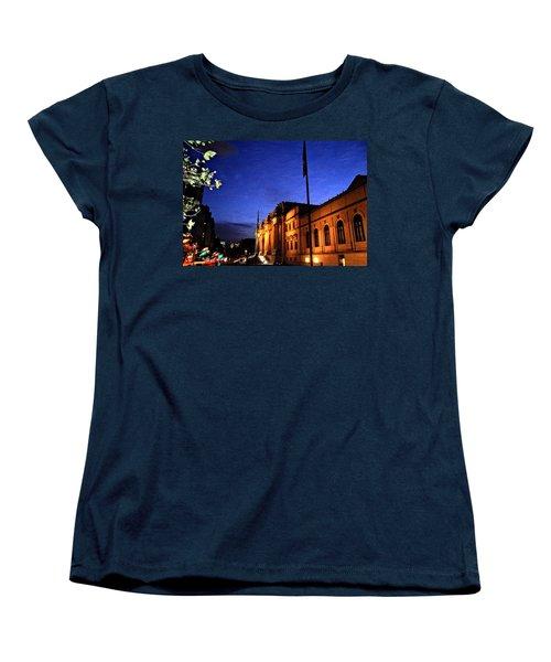 Women's T-Shirt (Standard Cut) featuring the photograph Metropolitan Museum Of Art Nyc by Vannetta Ferguson