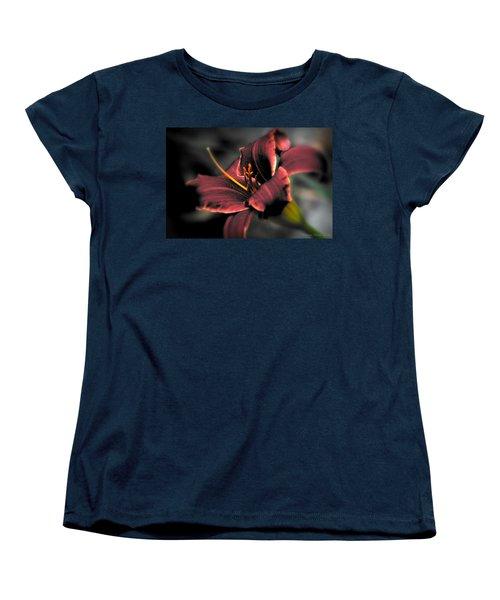 Red Lilly2 Women's T-Shirt (Standard Cut)