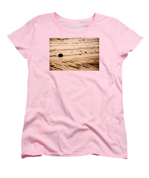 Sunset Palette Wreck Beach Women's T-Shirt (Standard Cut) by Roxy Hurtubise