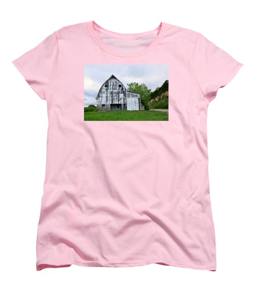 Mcgregor Iowa Barn Women's T-Shirt (Standard Cut) by Kathy M Krause