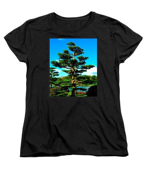 A Tree... Women's T-Shirt (Standard Cut)