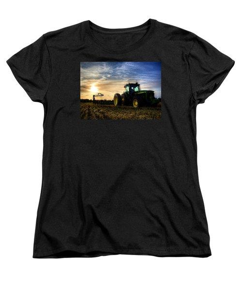Deere Sunset Women's T-Shirt (Standard Cut)