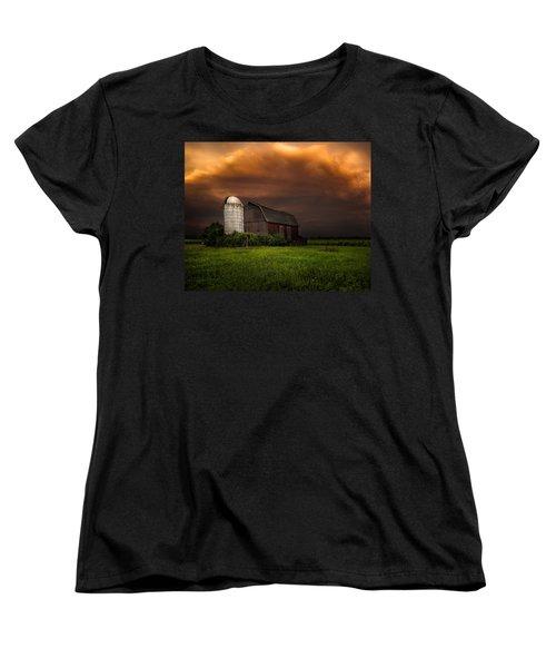 Red Barn Stormy Sky - Rustic Dreams Women's T-Shirt (Standard Cut)