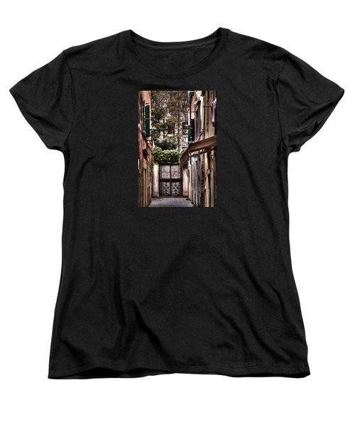 Women's T-Shirt (Standard Cut) featuring the photograph A Doorway In Venice With Oil Effect by Tom Prendergast