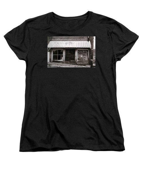 Friendly Recreation- Utica Mississippi Women's T-Shirt (Standard Cut)