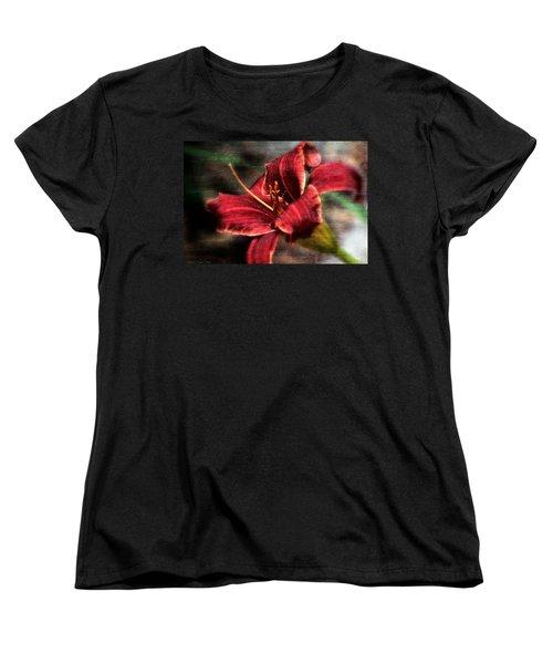 Red Lilly Women's T-Shirt (Standard Cut)