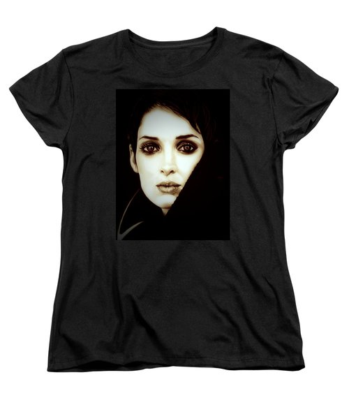 Vintage Winona Ryder Women's T-Shirt (Standard Cut) by Fred Larucci