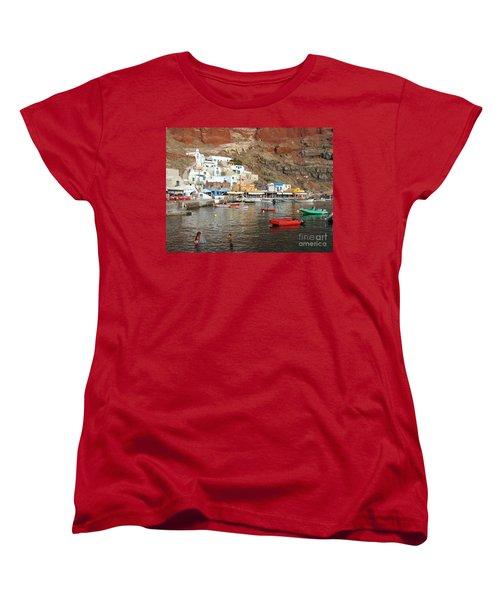 A Splash In Amoudi Bay  Women's T-Shirt (Standard Cut) by Suzanne Oesterling
