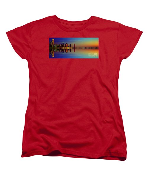Women's T-Shirt (Standard Cut) featuring the photograph Between Night And Day Chicago Skyline Mirrored by Tom Jelen