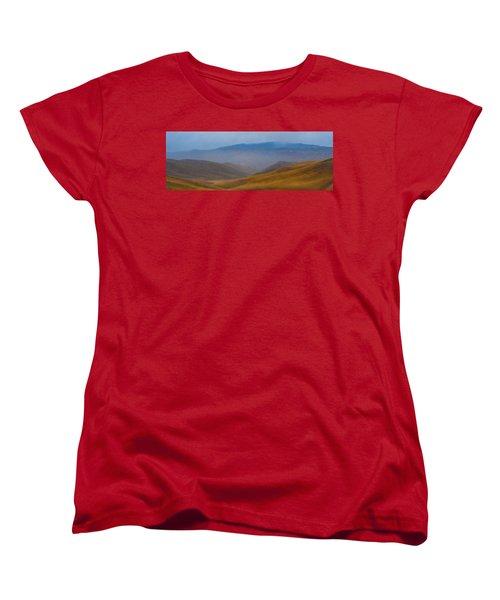 Women's T-Shirt (Standard Cut) featuring the photograph Bakersfield Horizon by Hugh Smith