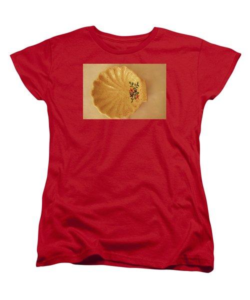 Medium Shell Plate Women's T-Shirt (Standard Cut) by Itzhak Richter