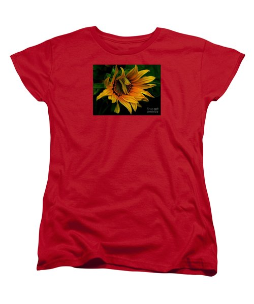Women's T-Shirt (Standard Cut) featuring the photograph I Need A Comb by Elfriede Fulda
