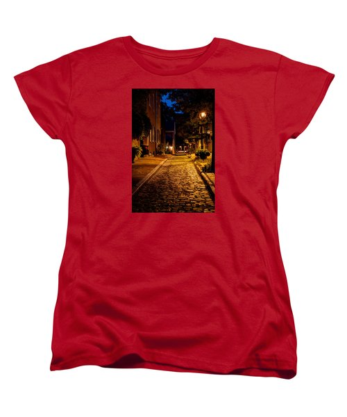 Women's T-Shirt (Standard Cut) featuring the photograph Olde Town Philly Alley by Mark Dodd