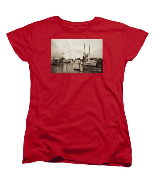 Women's T-Shirt (Standard Cut) featuring the photograph Oriental Harbor by Benanne Stiens