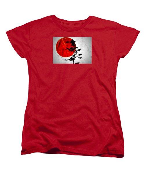 Source  Women's T-Shirt (Standard Cut) by Mark Ross