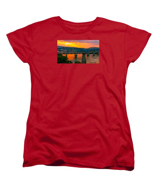 Women's T-Shirt (Standard Cut) featuring the photograph Sunset In Chattanooga by Geraldine DeBoer