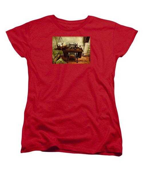 Vintage Singer Sewing Machine Women's T-Shirt (Standard Cut) by Judy Vincent