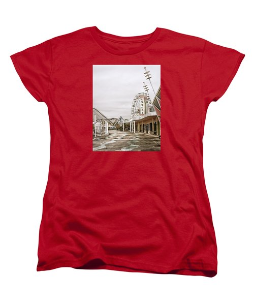 Women's T-Shirt (Standard Cut) featuring the photograph Walkway To The Arcade by Andy Crawford