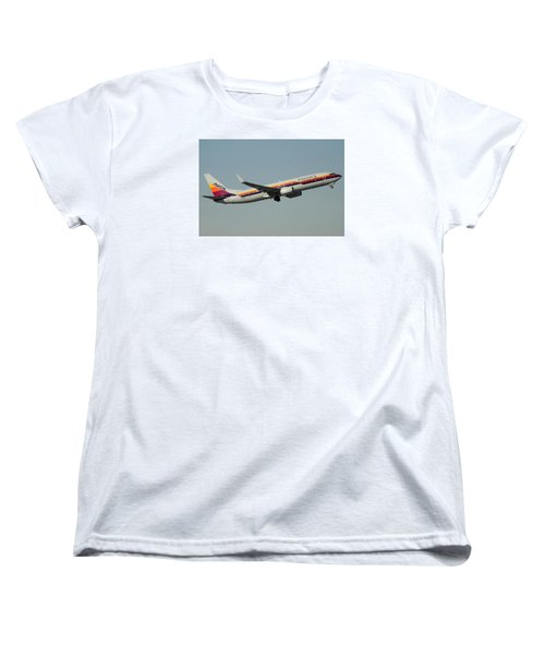 American Boeing 737-823 N917nn December 31 2015 Women's T-Shirt (Standard Cut) by Brian Lockett