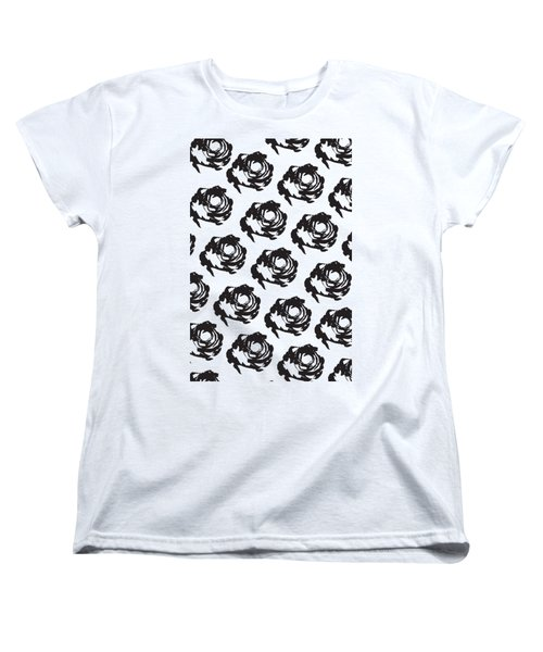 Black Rose Pattern Women's T-Shirt (Standard Fit)