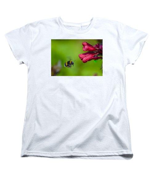 Flying Bumblebee Women's T-Shirt (Standard Cut) by Rainer Kersten