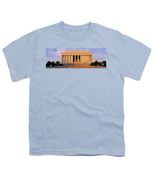 Facade Of A Memorial Building, Lincoln Youth T-Shirt by Panoramic Images