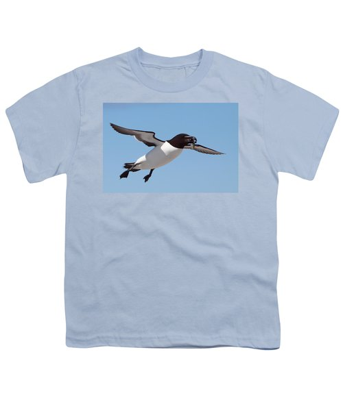 Razorbill In Flight Youth T-Shirt by Bruce J Robinson